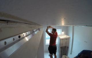 Крепление натяжного потолка к гипсокартону: закладные, монтаж, фото