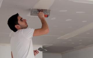 Как выровнять потолок: гипсокартоном, шпаклевкой, под покраску, видео