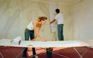 Как клеить обои под натяжной потолок