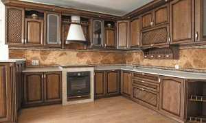 Алюминиевый или пластиковый цоколь для кухни: особенности конструкции, установка