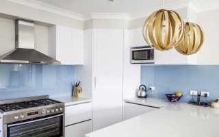 Фартук для белой кухни: стеклянный, серый, белый, кирпичный, синий и цветной