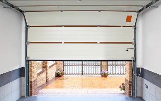 Подъемно-секционные гаражные ворота своими руками