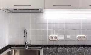 Розетки на фартуке для кухни: на какой высоте расположить розетки