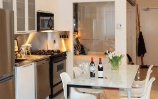 Кухонные столы со стеклом: матовый, раздвижной, зеркальный, описание