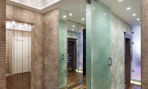 Потолок зеркальный: подвесной, натяжной, реечный – монтаж, фото в спальне, прихожей