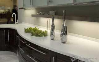 Как крепить плинтус к столешнице на кухне: как правильно установить