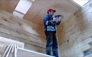 Потолок из фанеры, оргалита: монтаж, обшивка, отделка – фото