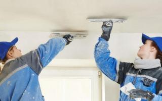 Подготовка потолка к покраске потолка водоэмульсионной краской: нужно ли грунтовать, чем грунтовать, затирка, обработка