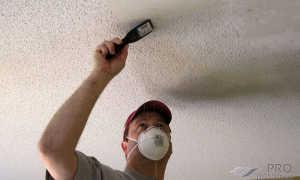 Как быстро смыть побелку с потолка: видео